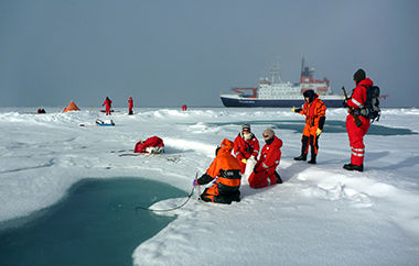 Scientists of diverse disciplins work on an ice station during a Polarstern expedition to the Arctic